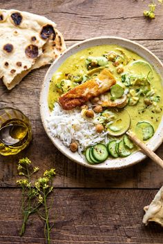 Summer Coconut Chickpea Curry with Rice and Fried Halloumi Sommer - Kokos - Kichererbsen - Cur. Chickpea Coconut Curry, Vegan Curry, Vegetarian Recipes, Cooking Recipes, Healthy Recipes, Coconut Recipes, Fried Halloumi, Vegan Halloumi, Dinner Recipes