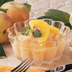 This recipe makes a cool, refreshing end to any meal. The tang of orange and lemon juice blends nicely with the honey. It's great for anyone who is on a restricted diet, and those who aren't won't know the difference. Frozen Fruit, Frozen Meals, Gluten Free Peach, Canned Peaches, Low Sodium Recipes, Peach Slices, Oranges And Lemons, Just Peachy, Summer Treats