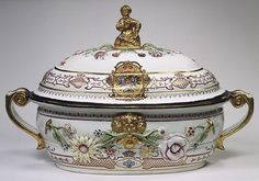 Hard paste porcelain tureen and cover with Russian imperial coat of arms by Vienna (Du Paquier period), Austria c. Antique China, Vintage China, Antique Dishes, Porcelain Ceramics, China Porcelain, Delft, Royal Copenhagen, Royal Doulton, Coat Of Arms