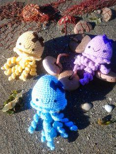 Los mundos de Esthercita: Las medusas inofensivas Medusa, Dinosaur Stuffed Animal, Toys, Animals, Summer Time, Amigurumi, Jellyfish, Activity Toys, Animales
