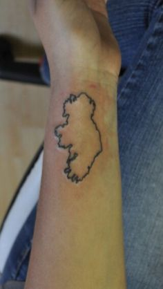 Ireland outline tattoo .....maybe a souvenir to bring home with me when I go!