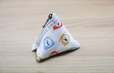 DIY step-by-step Tutorial in Pictures. Diy Step By Step, Diy Bags Purses, Pouch, Wallet, Craft Gifts, Triangle, Coins, Coin Purse, Quilts