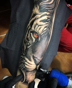 Awesome fusion tiger piece Artist IG: @davidgarciatattoo Collector: @yoanmerlo