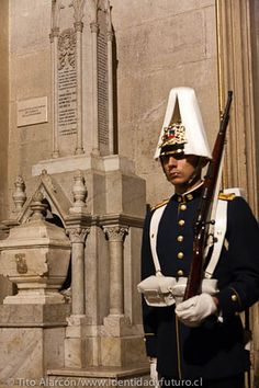 En la catedral de Santiago se encuentran los corazones de los cuatro oficiales que murieron en el Combate de la Concepción War Of The Pacific, Berlin, Military Uniforms, Modern Warfare, Armed Forces, Old Things, Army, Firemen, World War