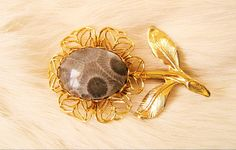 Free Shipping  Petosky Stone Flower Gold Tone Pin by resurrections
