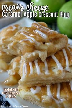 Apple Dessert Recipes, Sweets Recipes, Apple Recipes, Pecan Cobbler, Cobbler Topping, Cream Cheese Eggs, Apples And Cheese, Pecan Cinnamon Rolls, Cinnamon Apples
