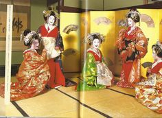 Some oiran, laughing it up.