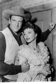 "TODAY IN HISTORY/SUN 09 10 00/GUNSMOKE - James Arness and Amanda Blake in ""Gunsmoke.""  The television show ""Gunsmoke"" premiered on CBS on September 10. 1955.  (PHOTO UNDATED) CREDIT: CBS  SOURCE: EXPRESS-NEWS FILE PHOTO Photo: CBS / EXPRESS-NEWS FILE PHOTO"