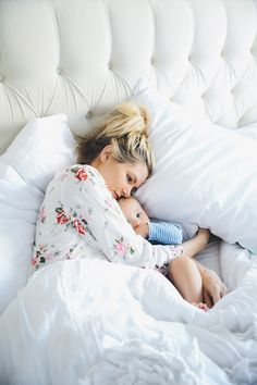 Sleep Skin Care - Barefoot Blonde by Amber Fillerup Clark Mama Baby, Mom And Baby, Mommy And Me, Baby Family, Family Love, Family Kids, Cute Kids, Cute Babies, Amber Fillerup