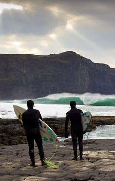 Would you surf this beautiful Ireland wave? Photo: Brent Bielmann and Surfing Magazine Surfing Ireland, Photo Surf, Surf Movies, Water Surfing, Portugal, Im Coming Home, Summer Surf, Surf City, Surfer