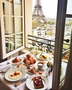 A breakfast I won't forget. Shangri-La Hotel, Paris