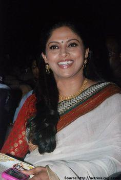 Actress Nadhiya Long Hair Photos In White Saree Indian Film Actress, Old Actress, South Indian Actress, Indian Actresses, Bollywood Girls, Bollywood Actress, Silk Smitha, Indian Beauty Saree, Indian Sarees