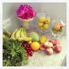 dariapogo's photo on Instagram #fruitsLOVE #flowers #myKitchen #rawObsession