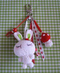 Bizzy Bee Klaske - Klaske v.d Bij - Picasa Web Albums Love Crochet, Crochet Toys, Knit Crochet, Crochet Keychain, Key Covers, Yarn Crafts, Craft Gifts, Lana, Crochet Patterns