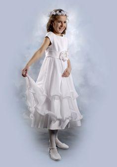 Venus Sukienka komunijna  Małgosia - Zwiewna sukienka o klasycznym kroju pasuje dla każdej figury - Jej ciepły biały kolor decyduje o eleganckim wyglądzie - Wykonana jest z pierwszej jakości szyfonu i ozdobiona różą z kryształkami  - Prezentowana sukienka dostępne jest w rozmiarach od 128 do 152