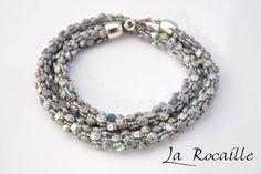 #Crocheted necklace with #pinch beads by La Rocaille. Idea: Der Perlenstand www.der-perlenstand.de Tutorial on youtube