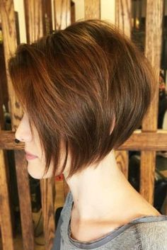 35 Hairstyles For Fine Hair To Put An End To Styling Troubles - Chin Length Stacked Bob Haircut ❤️ Check out these easy - Bob Haircut For Fine Hair, Haircuts For Fine Hair, Short Bob Hairstyles, Hairstyles Haircuts, Short Haircuts For Women, Viking Hairstyles, Hairstyles Videos, Short Pixie Haircuts, Black Hairstyles