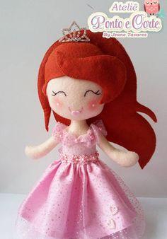 Ariel em feltro, molde ariel, pequena sereia em feltro, molde pequena sereia, molde princesa Ariel, Felt Wreath, Felt Patterns, Pretty Dolls, Felt Fabric, Felt Dolls, Doll Crafts, Felt Art, Princesas Disney
