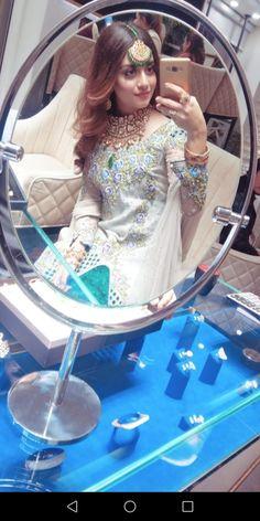 Alize Shah Pakistani Fashion Party Wear, Pakistani Girl, Pakistani Actress, Pakistani Dresses, Cute Girl Face, Cute Girl Photo, Girl Photo Poses, Girl Photos, Stylish Girls Photos