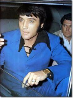Elvis Presley >