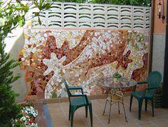 Mural en Mosaico en el patio de una casa particular Artista: Magdalena Serna