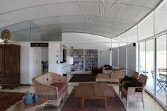 No DF, casa moderna paira na paisagem e ameniza secura com espelho d'água - BOL…