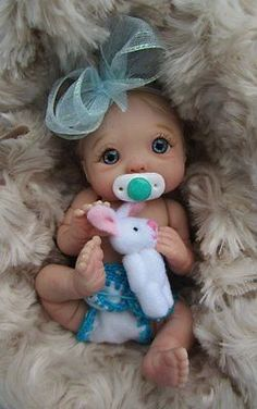 """about Ooak baby girl, Cherry, jointed full sculpt, Artist Original Sculpt """"Jasmine"""" Mini Full Sculpt Movable Polymer Clay Baby ART Doll Ooak BY Ursula Polymer Clay Kunst, Polymer Clay Dolls, Polymer Clay Crafts, Pretty Dolls, Cute Dolls, Beautiful Dolls, Reborn Babypuppen, Reborn Baby Dolls, Tiny Dolls"""