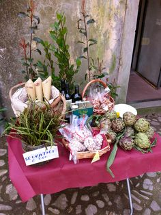Delicatessen of Calcata Medieval Town, Table Decorations, Home Decor, Interior Design, Home Interiors, Decoration Home, Dinner Table Decorations, Interior Decorating, Center Pieces