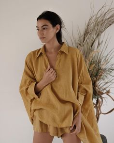 Image may contain: 1 person Looks Style, My Style, Linen Blouse, Casual Chic Style, Minimal Fashion, Slow Fashion, Fashion Outfits, Womens Fashion, Sustainable Fashion