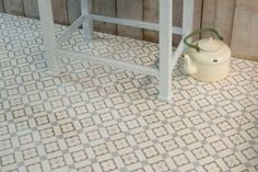 Small cement tiles with traditional ornaments Painting Patterns, Tile Patterns, Tiny Spaces, Minimalist Bathroom, Deco Design, Make It Simple, Tile Floor, Sweet Home, New Homes