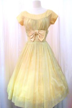 Vintage Lemon Short Prom is listed (or ranked) 9 on the list Vintage Prom Dresses Vintage Prom, Vintage Gowns, Vintage Outfits, Vintage Clothing, Vintage Wardrobe, 1950s Fashion, Vintage Fashion, Mad Men Fashion, Club Fashion