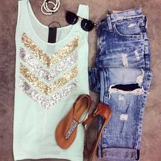 """Ripped up jeans ! And the young folks call this """"style"""". Oh well, to each… Fashion Moda, Cute Fashion, Look Fashion, Fashion Outfits, Womens Fashion, Summer Outfits, Casual Outfits, Cute Outfits, Summer Clothes"""