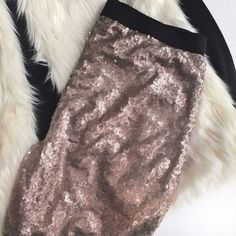 """Sequin Legging Pants in Rose Gold Switch out your slacks for this gorgeous pair of leggings. Decked out in sequins in a light rose gold color with a black elastic waist. Fully lined. Perfectly pairs with a faux fur vest or leather jacket. These will be your new go-to for a night out! Styled items are not included. NO TRADES, PRICE FIRM.   MEDIUM: SOLD OUT  LARGE: Waist 15.5"""" across & stretches to 20"""", Hips 19"""", Mid thigh 9.5"""", Mid calf 6"""", Inseam 29"""", Length 38"""". Xhilaration Pants Leggings"""