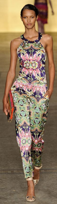 (São Paulo Fashion Week) Brazil Fashion Week 2013 ❥ Sacada Fashion and Style Love Fashion, Runway Fashion, Fashion Looks, Womens Fashion, Fashion Design, Fashion Trends, Jumpsuit Elegante, Brazil Fashion, African Fashion