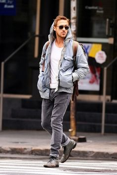 Get the Look: Ryan Gosling | The Urban List   CLICK THIS PIN if you want to learn how you can EARN MONEY while surfing on Pinterest Ryan Gosling Style, Tumblr, Hey Girl, Hombres Sexy, Style Icons, Men's Style, Guy Style, Perfect Man, Pretty People