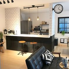 morimiさんの、Overview,IKEA,ペンダントライト,フェイクグリーン,IKEA 照明,ダクトレール,niko and…,いなざうるす屋さん,窓枠DIY,いつもいいねありがとうございます♡,腰壁DIY,グリーンのある暮らし,サイドテーブルDIY,DALTON ,いいね Kitchen Interior, Home Interior Design, Small Apartments, Small Spaces, Kitchen Bar Design, Cafe House, Niko And, Home And Living, Japanese House