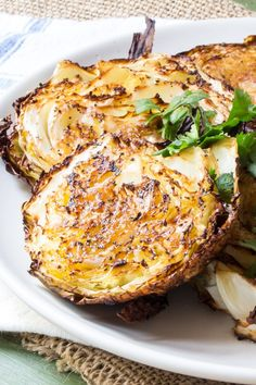 Garlicky roasted cabbage steaks with a hint of fennel. Easy roasted cabbage basted with garlic paste and either fennel or caraway seeds for a super-easy side dish. Only 10 - 15 minutes of prep, and only 4 ingredients (+ salt and pepper). Healthy Side Dishes, Side Dishes Easy, Vegetable Side Dishes, Side Dish Recipes, Veggie Recipes Sides, Healthy Recipes, Vegetarian Recipes, Cooking Recipes, Steak Recipes