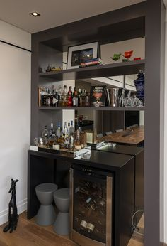38 Ideas Home Bar Corner House Bar Interior, Interior Decorating, Canto Bar, Bar Sala, Home Bar Counter, Modern Home Bar, Home Bar Decor, Bar Home, Wine House