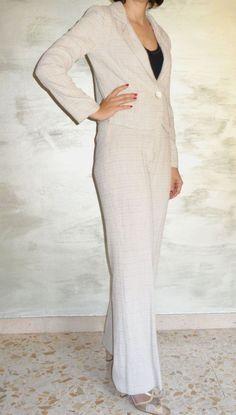 Completo Tailleur e Pantalone, colore beige,  Stoffa di misto lino-cotone, bottone madreperla,