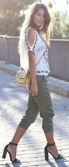 ♥Street Style ● White And Black Relaxed Pattern Cutout Shoulder Blouse by Seams For a Desire