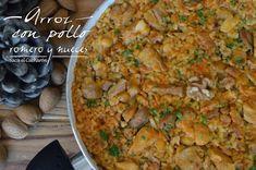 Te va a sorprender el sensacional sabor de esta arroz con pollo, romero y nueces