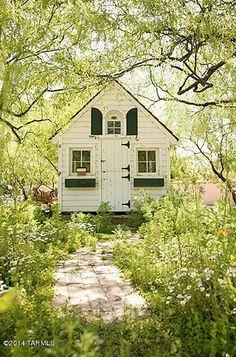 Singer Linda Ronstadt's Pink House For Sale In Arizona