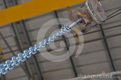 Crane for lifting heavy things and metal chain