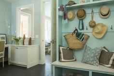 5 Ways To Get The Beach-Chic Look Without Using Seashells: Decorate like you're headed out to the beach