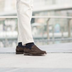 Choose Maester, the most casual suede Penny Loafers of the family. Loafer Shoes, Loafers Men, Men's Shoes, Dress Shoes, Leather Slip Ons, Suede Leather, Dapper Men, Penny Loafers, Brown Suede