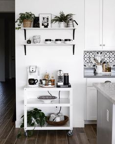 Modern minimalist coffee station design - Home Office Coffee Stations - coffee Recipes Coffee Nook, Coffee Bar Home, Coffee Carts, Home Coffee Stations, Coffe Bar, Coffee Maker, Coffee Machine, House Coffee, Drink Coffee