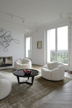 These chairs are PERFECT! Would love them for your our house. tristan auer, architecte d'intérieur / appartement invalides, 7ème