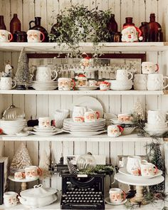 8 ideas for small bedroom if youre on a budget Space saving idea Keep colour to smaller details Neutral colour for walls. Christmas Open House, Christmas China, Christmas Kitchen, Merry Little Christmas, Christmas Mugs, Christmas Goodies, Christmas Home, Vintage Christmas, Christmas Holidays