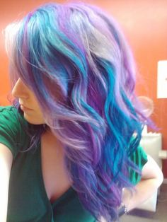Lavender and turquoise streaks. The lavender had started out pink, and gradually turned purple as it mixed with the blue more with each wash.