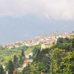 Risalendo la collina morenica della Serra arriviamo ad Andrate! #viviamopositivo la provincia di Torino ci dà il benvenuto con un panorama spettacolo! #TheGira  @thegira.it  @generaliitalia  @vediamopositivo